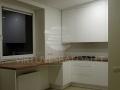 Nestandartinė balta virtuvė 3