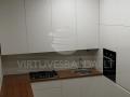 Nestandartinė balta virtuvė 4