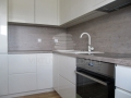 Šilto atspalvio balta virtuvė 4