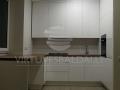 Nestandartinė balta virtuvė 1