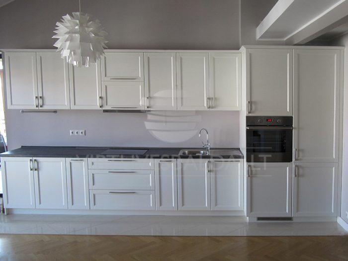 Balta klasikinė virtuvė